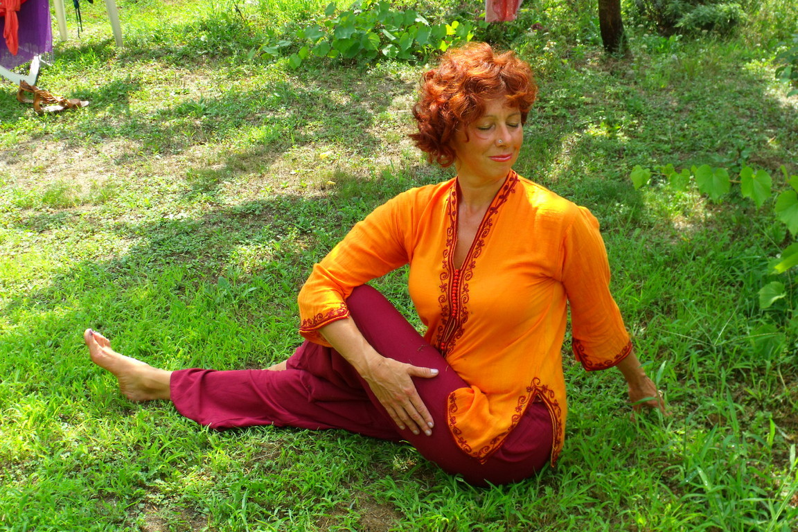 Associazione yoga kambliswami l 39 insegnante - Asta del mobile finale ligure ...